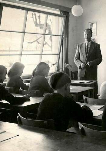 Schulgründer Walter Weihs beim Unterricht 1966